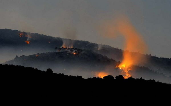 Több helyen is ég az erdő Brac-szigeten (Kép: www.jutarnji.hr)